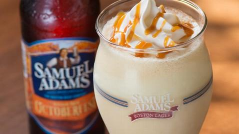 ht samuel adams milkshake thg 120912 wblog Red Robin Serves Beer Milkshake for Oktoberfest