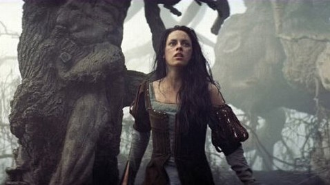 ht snow white huntsman jp 120524 wblog Kristen Stewart Not Dropped From Snow White Sequel