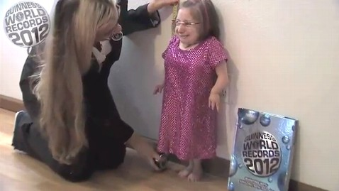 ht tiniest woman guiness thg 110921 wblog Who Is the Worlds Shortest Woman?