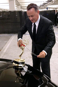 ht tom hanks emmy ll 120924 vblog Tom Hanks Uses Emmy as Hood Ornament