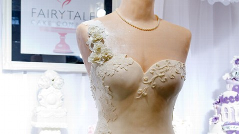 ht wedding cake dress jef 130304 wblog Baker Creates $9,000 Wedding Dress Cake