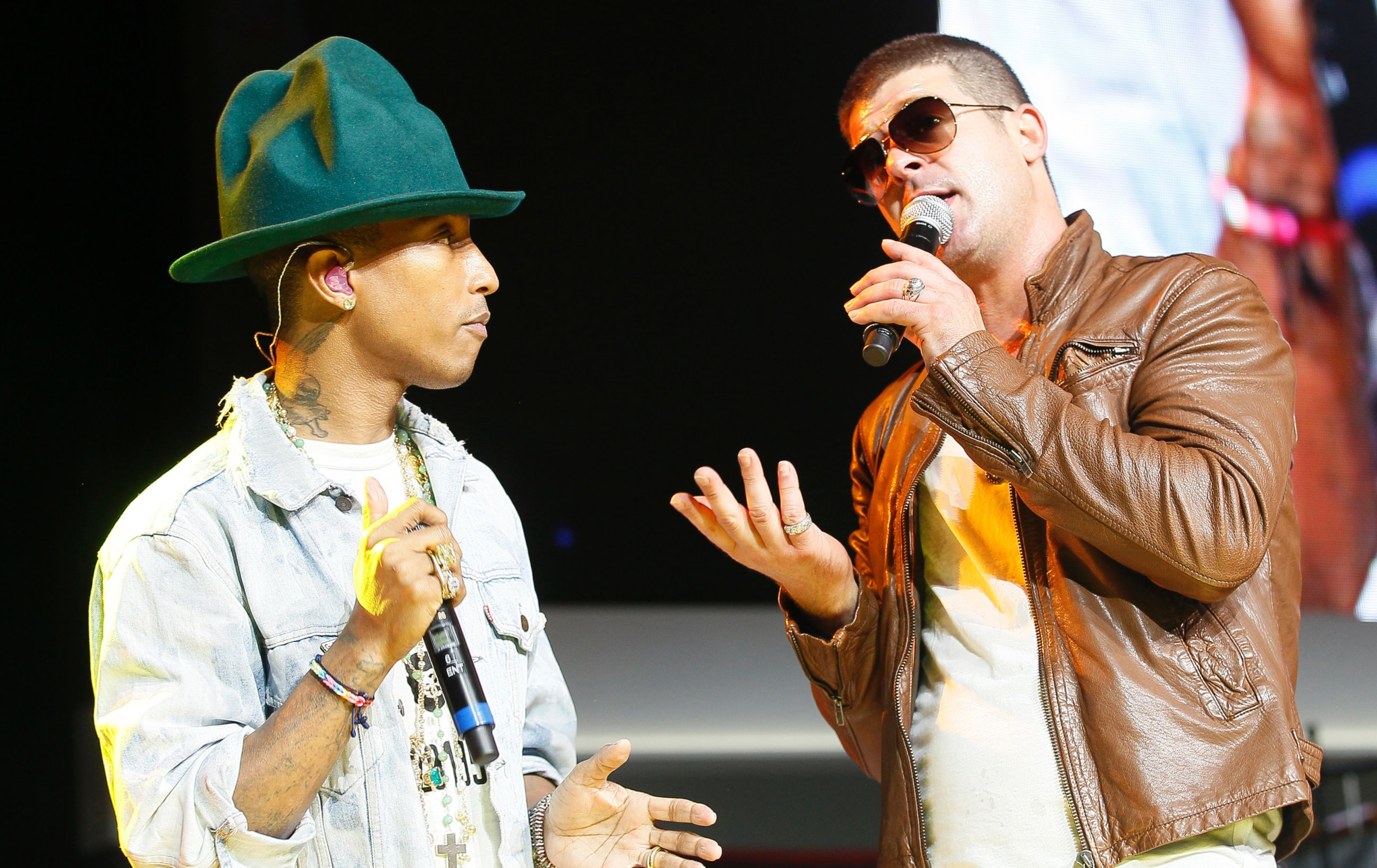 Robin thicke videos at abc news video archive at abcnews photo pharrell williams and robin thicke perform together at the walmart annual shareholders meeting in fayetteville ark june 6 2014 nvjuhfo Image collections