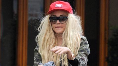 sp amanda bynes nt 130502 wblog Amanda Bynes Bizarre Behavior Prompts Calls for Help