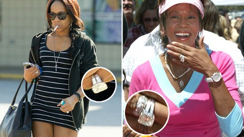 spl bobbi kristina whitney houston ring edit2 tk 120319 wblog Bobbi Kristina Wearing Whitneys Diamond Ring?