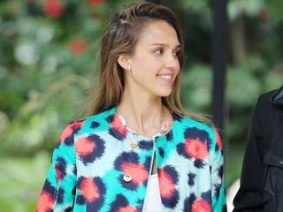 PHOTO: Jessica Alba and husband Cash Warren were spotted making her way into the exclusive Bel Air Hotel in Los Angeles for Jessica Simpson's baby showe, April 13, 2103.