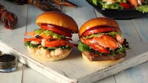 wendys burger caviar lobster burger sandwich thg 120807 wblog Wendys Serves Lobster and Caviar Burgers