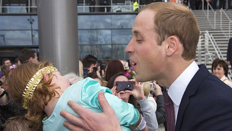 wenn prince william ll 130404 wblog Little Girl Rejects Prince Williams Kiss