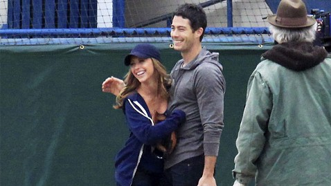 wn jennifer love hewitt brian hallisay ll 130604 wblog Jennifer Love Hewitt Is Engaged, Expecting