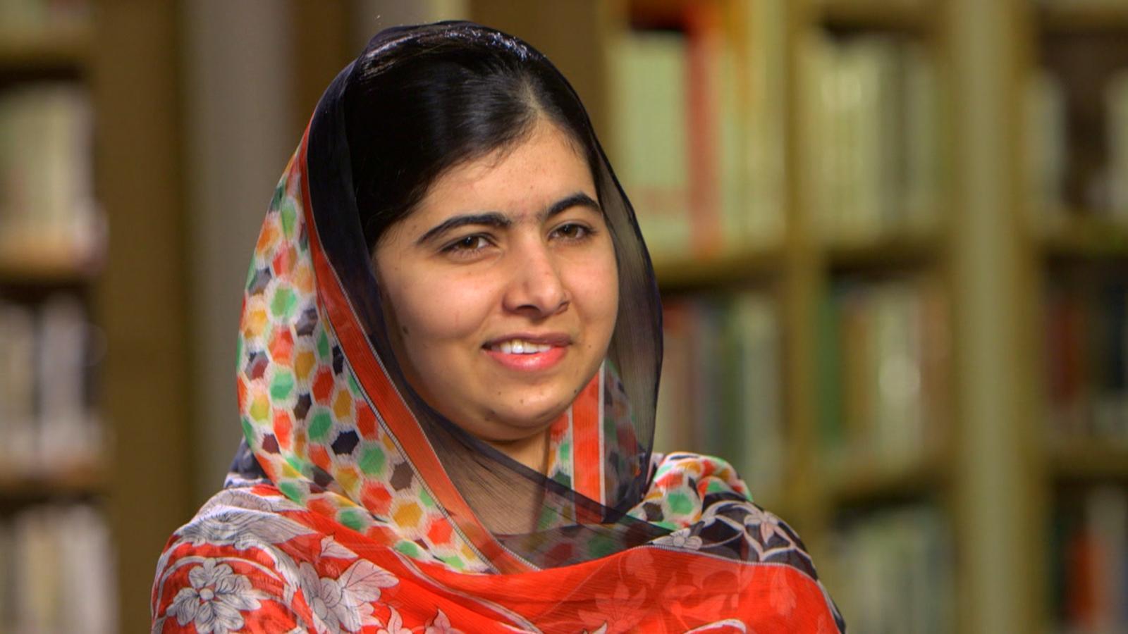 malala yousafzai Hoy quiero compartir con vosotros el caso de malala, una niña pakistaní de 14 años que ha sido herida de muerte por defender el derecho a la educación de las niñas.