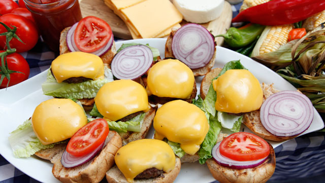 abc cheeseburgers sc 110719 wmain Ultimate Food for Saturdays Final Four Faceoff
