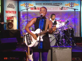 VIDEO: India.Arie performs A Beautiful Day.