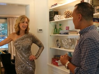 "VIDEO: Elle magazine's Joe Zee helps ""GMA"" anchor find the perfect outfit for the red carpet."