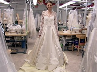Kate middleton 39 s wedding dress knockoff hits stores abc for Kate middleton wedding dress where to buy