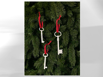 Craft Ideas Skeleton Keys on Skeleton Keys Have A Fresh Look When They Re Spray Painted White