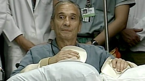 abc hand transplant jef 111014 wblog Surgery Means New Hands for Massachusetts Man