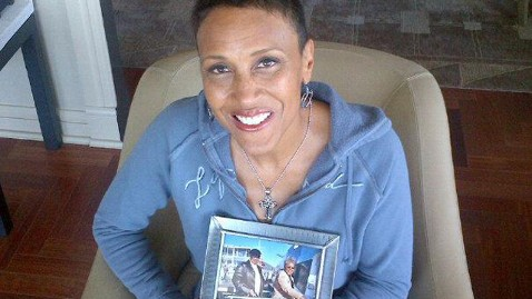 abc robin roberts at home thg 120910 wblog Robin Roberts: GMA Anchor Gets Bone Marrow Transplant to Treat MDS