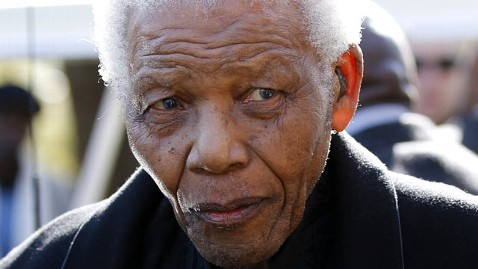 ap mandela mi 121211 wblog Nelson Mandelas Lung Infection Could Be Pneumonia