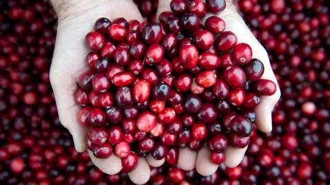 gty cranberries dm 111223 wblog 8 Amazing Superfoods That Taste Great
