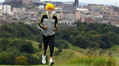 gty fauja singh dm 130131 wblog Worlds Oldest Marathoner to Retire at 101