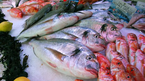 gty fish market mi 121211 wblog Mislabeled Fish Raise Food Allergy Risk
