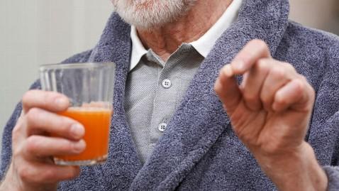 gty grapefruit juice medication ll 121126 wblog Grapefruit, Medicine Interaction Warning Expanded