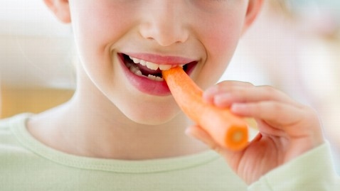 gty kids carrots dm 120322 wblog 5 Ways to Get Kids to Eat Healthy Foods