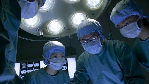 gty organ transplant surgery nt 120410 wblog Organ Donor Death Raises Questions About Living Donors