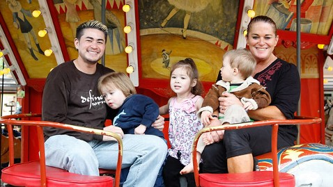 gty thomas beatie jp 111031 wblog Pregnant Man Thomas Beatie May Stop at 3 Kids