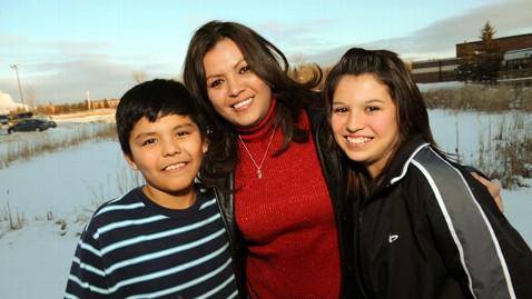 ht oglala sioux robin poor bear family jef 130328 wblog Talk to the Kind Hearted Woman