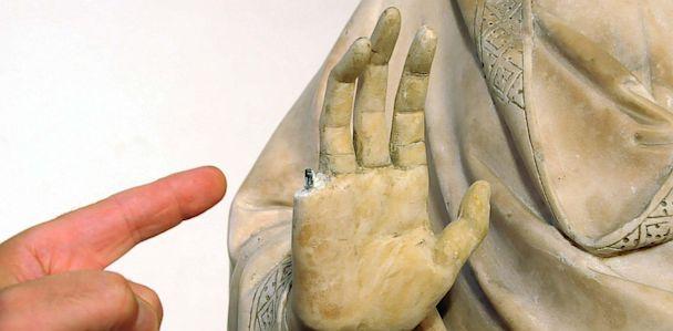 HT statua danneggiata Opera del Duomo foto Umberto Visintini 3 thg 130806 33x16 608 Instant Index: American Tourist Snaps Pinky Off Statue