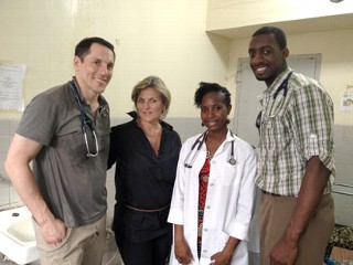 "PHOTO: ""Nightline"" anchor Cynthia McFadden interviewed doctors in Liberia working to find malaria."