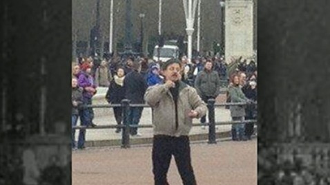 abc gma buckingham jt 130203 wblog British Police Arrest, Taser Man Outside Buckingham Palace