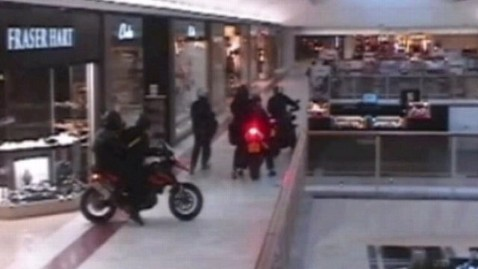 abc london jewelry heist thg 121108 wblog Ax Wielding Cyclists Raid Jewelry Store