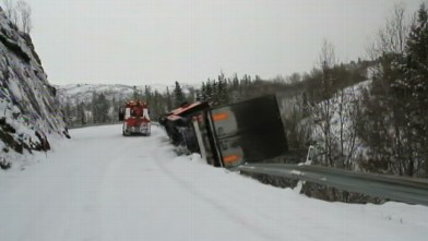 abc truck fall 120402 wb VIDEO: Truck Plunges Off Snowy Cliff