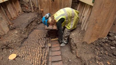 ap Shakespeare Museum London Archaeology jt 120607 wblog Remains of Shakespeares Pre Globe Theater Uncovered in London