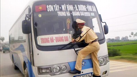 ap Vietnam Wild Ride Cop nt 120413 wblog Bus Driver Takes Cop on Wild Ride