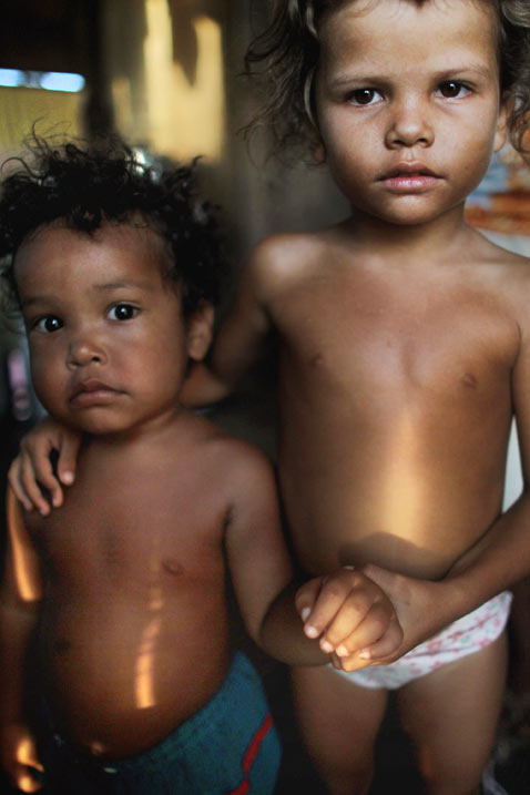 gty belo monte dam displaced children thg 120618 wblog Brazils Belo Monte Dam to Displace Thousands in Amazon