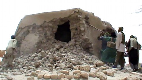 gty malian shrine destruction jef 120703 wblog Al Qaeda Destroys Timbuktu Shrines, Ancient Citys Spirit