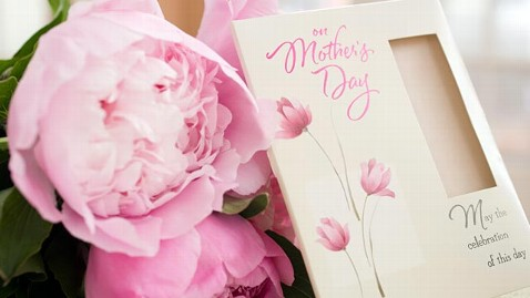 gty mothers day jef 120508 wblog Best Place to Be a Mom: U.S Ranks 25th