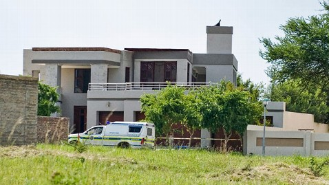 gty pistorius house mi 130306 wblog Oscar Pistorius Home, Where Girlfriend Was Fatally Shot, May Be Evidence in the Trial