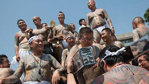 gty tattoos yakuza dm 120626 wblog Japanese City Cracks Down on Tattoos