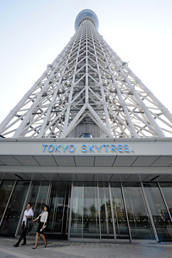 gty tokyo skytree 142996380 ll 120417 vblog Japan Unveils Worlds Tallest Freestanding Broadcast Structure