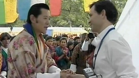 ht bhutan king dan harris jef 111013 wblog My King and I Moment:  ABCs Dan Harris Rubs Shoulders With Royalty