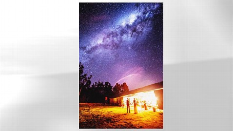 ht milky way wedding mr 120817 wblog Photographer Captures Out of This World Wedding Photo