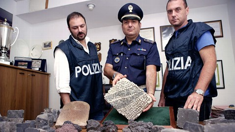 ht rome airport cobblestones ll 120625 wblog Roman Artifacts Targeted by Tourists as Take Home Gifts