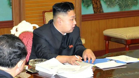 nc kim jon un smart phone 130206 wblog Can Kim Jong Un Read This on His Smart Phone?
