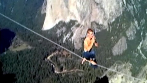 abc mich kameter dm 111201 wblog Man Crosses Yosemite on 3,000 Foot High Tightrope, Without Safety Gear