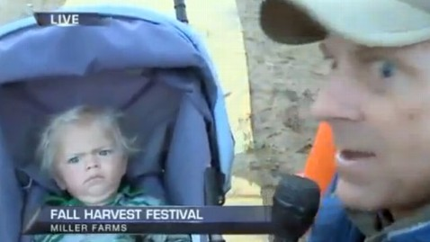 ht baby crying reporter thg 210918 wblog Toddler Has Hilarious Reaction to TV Reporter