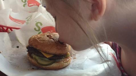 ht kissing cheeseburger mi 130325 wblog Autistic Girls Broken Cheeseburger Story Goes Viral