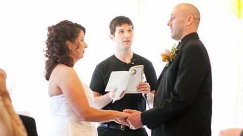 ht officiating dm 130319 wblog Kentucky Couple Says I Do in White Castle